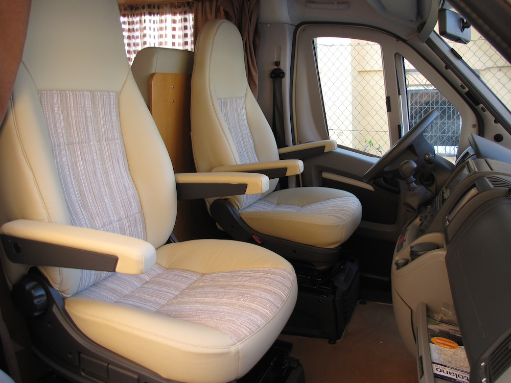 camper bianco sedili anteriori