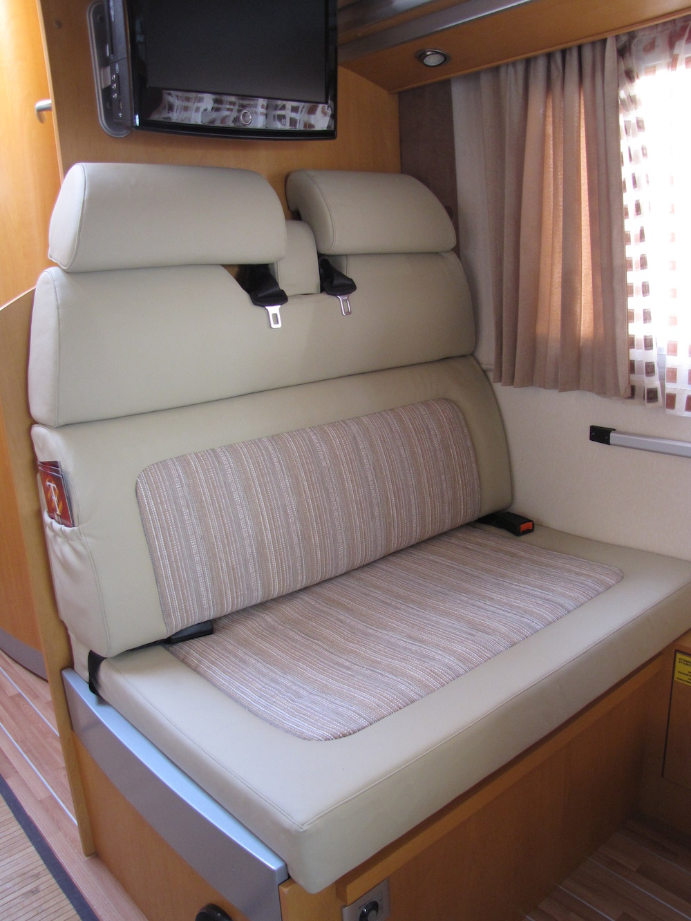 camper bianco sedili con tasca