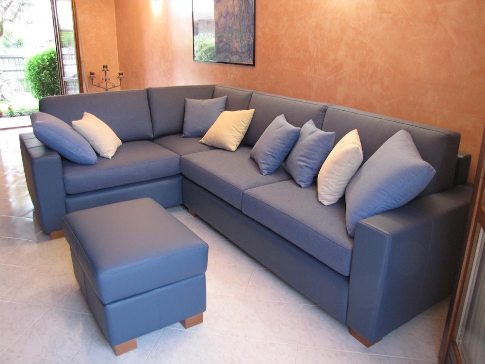 divano blu