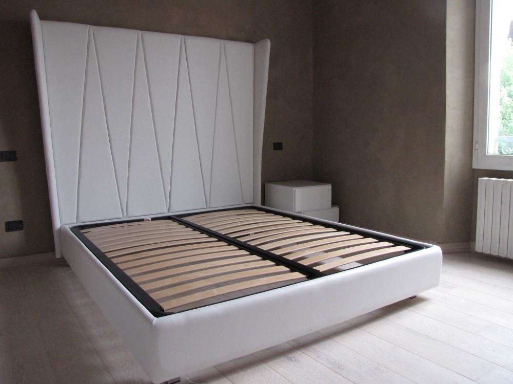 nuovo letto imbottito in pelle bianco ghiaccio