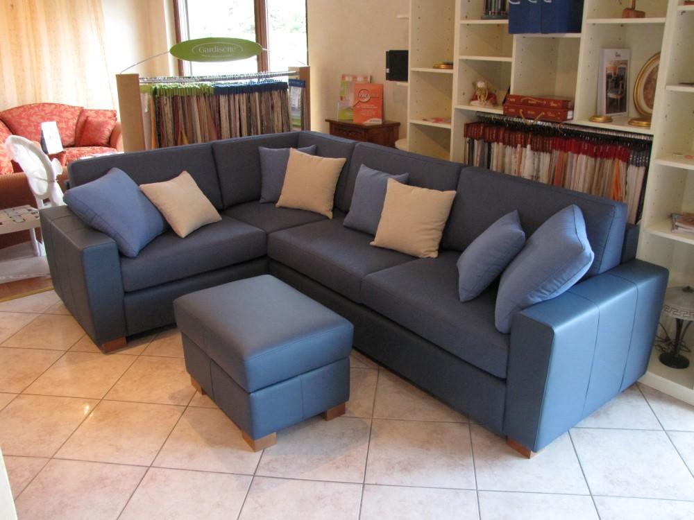 Divano ad angolo tappezzeria frassine for Rivestire divano ad angolo